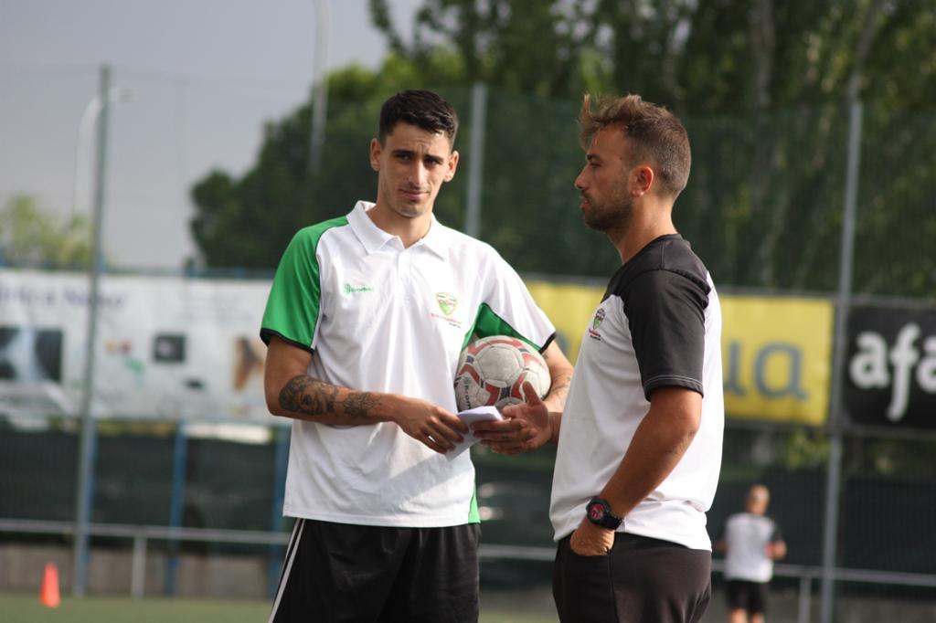 """Arturo, segundo entrenador del Juvenil 'D': """"El punto fuerte del equipo es la capacidad que han tenido de creer en ellos mismos"""""""