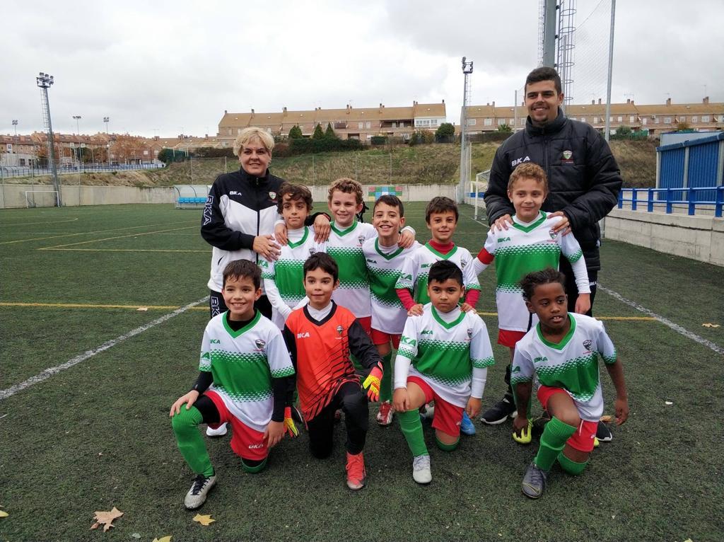 """Fernando, entrenador del Benjamín E: """"A los más pequeños hay que enseñarles cosas que en el día de mañana puedan emplear en sus vidas"""""""