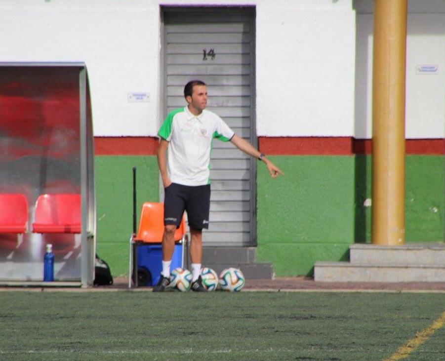 """Álvaro Herradón, entrenador del Preferente: """"El fútbol es una forma de vida"""""""