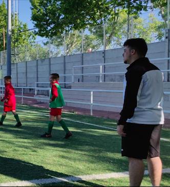 """Alberto Fernández, entrenador del Alevín 'D': """"Nuestro objetivo es crecer como grupo, seguir aprendiendo y mediante el trabajo de día a día, competir"""""""