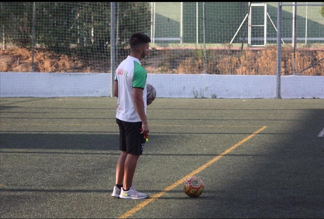 Víctor Martínez, preparador física del Trival: «El fútbol me ha ayudado a superarme»