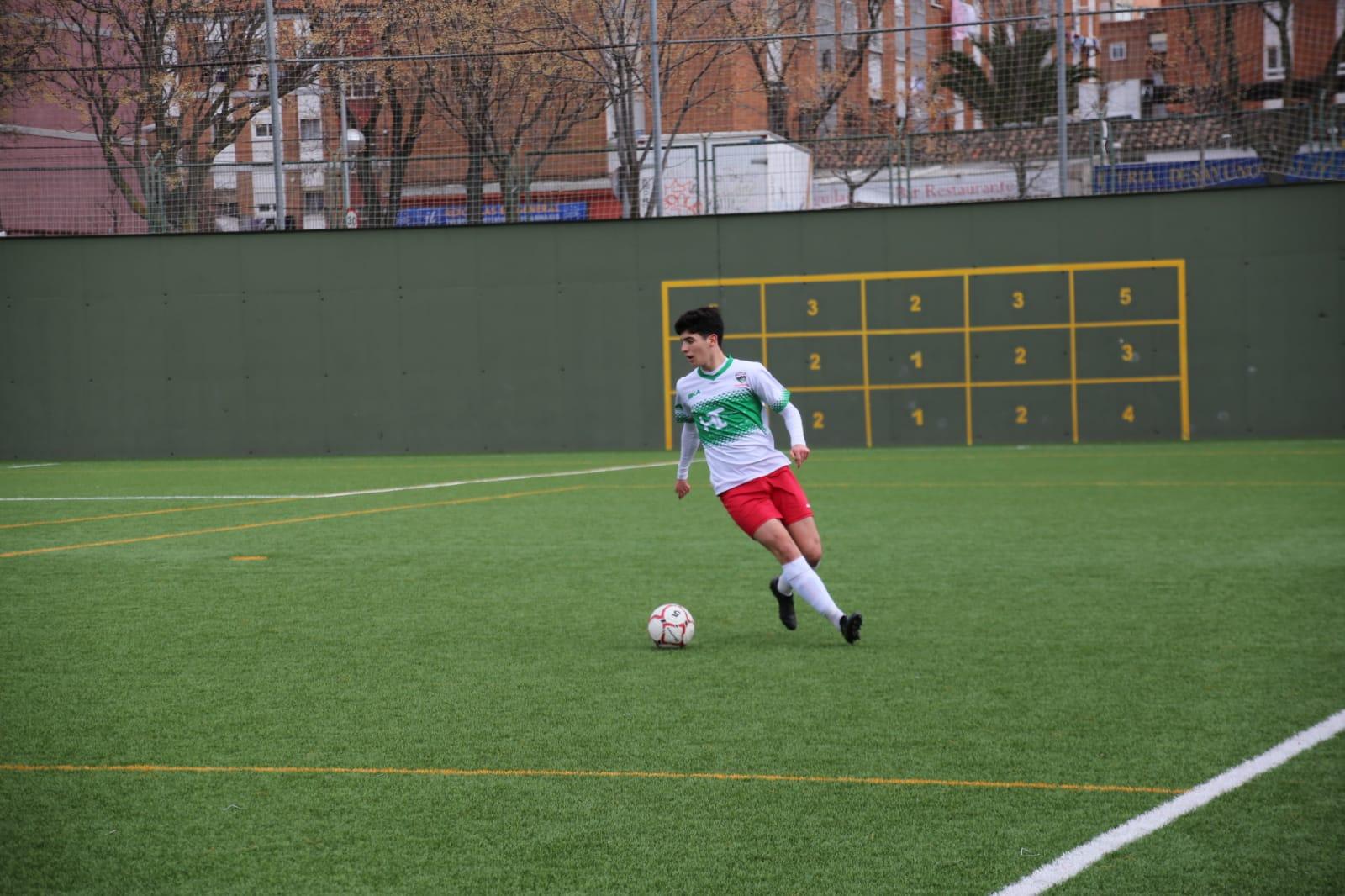 Villa, jugador del Juvenil 'B': «La confianza en los compañeros siempre es un punto positivo a la hora de competir»